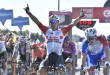 Caleb Ewan repitió triunfo en el Giro d'Italia, previo al regreso de la montaña