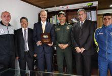 Reconocimiento de las Fuerzas Armadas a ex presidente de Fedeciclismo