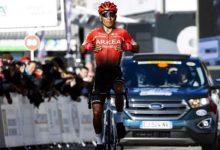 Nairo Quintana invita a carrera virtual en el Arkea Samsic y en francés.