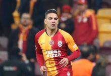Falcao y su detalle al portero del Galatasaray