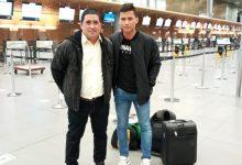 Futbolista y entrenador del Aston Huila rumbo a Portugal