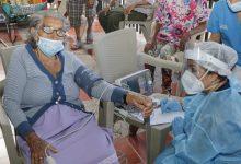 Vacunados adultos mayores contra el COVID 19